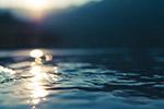 阳光下的水面