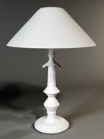 白色台灯模型